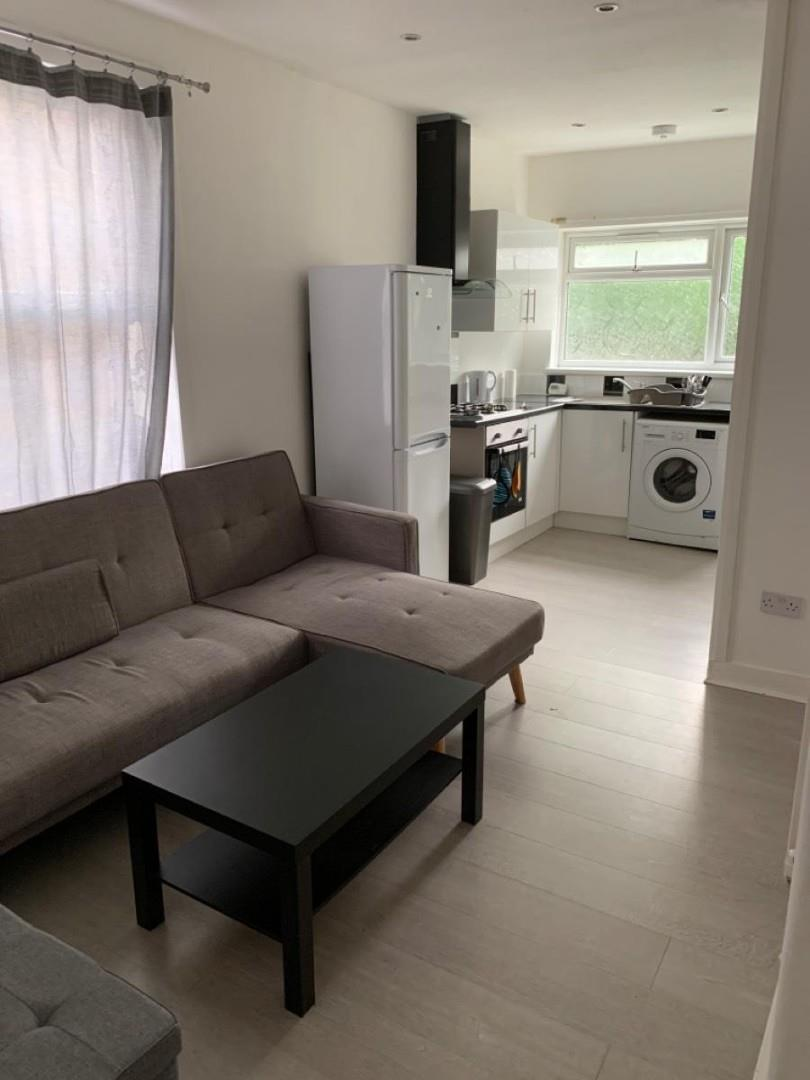 2 Bedroom Flat For Rent in Tottenham Steele Road
